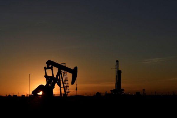 Бурильщики США добавляют нефтяные и газовые вышки четвертую неделю подряд-Baker Hughes