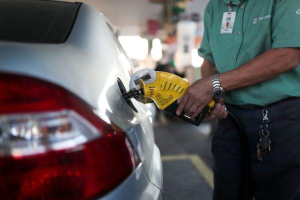 Oil dips, little changed on week despite weaker demand forecasts