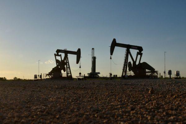 Бурильщики США добавляют больше всего нефтяных вышек за неделю с апреля-Baker Hughes