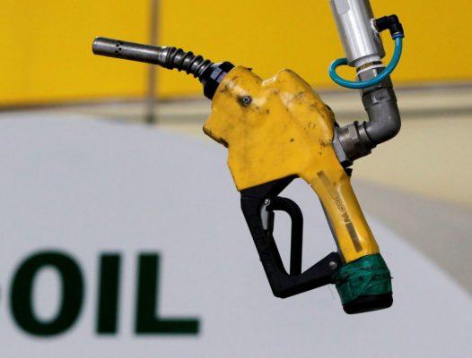 Нефть растет из-за надежд на восстановление экономики и ослабления доллара